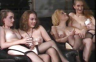 Cewek hot lesbian yang meraba-raba orgasme son bokep mom dan gelas dildo fucking